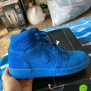 Air jordan retro 1 size 5.5 grade school